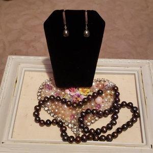 Genuine chocolate pearl set .